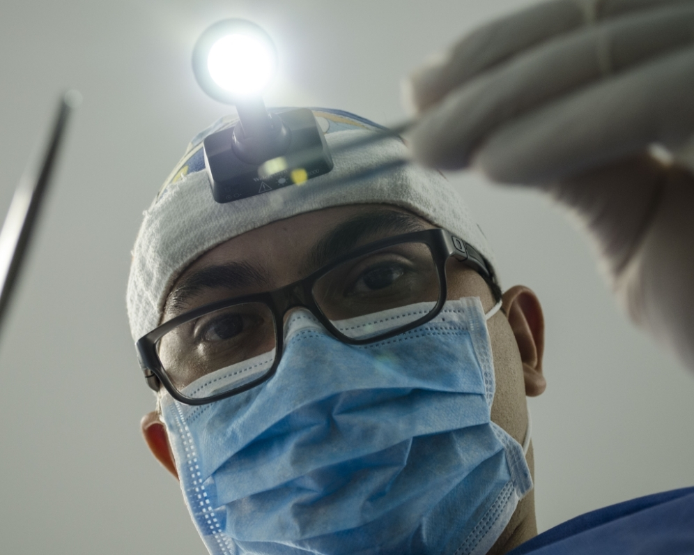 Potrebujete liečbu v zahraničí? Poisťovňa vám ju môže preplatiť