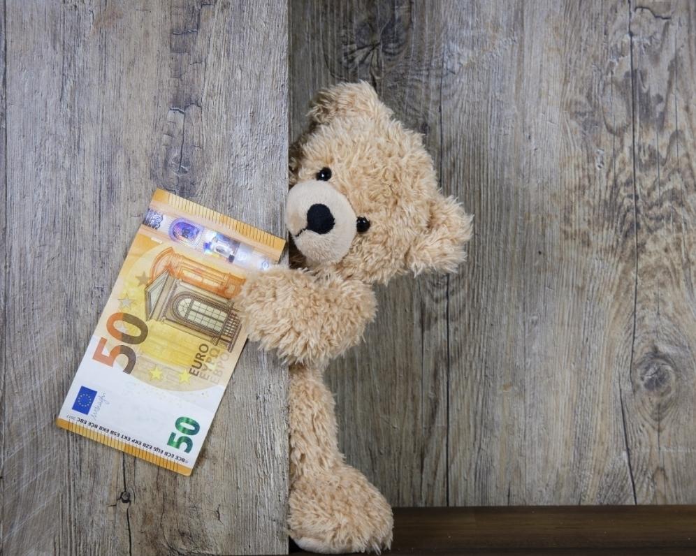 Výplata v hotovosti: prežitok alebo výhodnejšie peniaze?